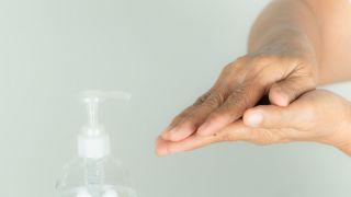 Cómo hacer gel desinfectante o hidroalcohólico casero - Paso 4