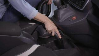 Cómo limpiar el salpicadero, tapicería y cristales del coche paso a paso