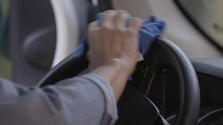 Cómo limpiar el salpicadero, tapicería y cristales del coche paso a paso - paso 5