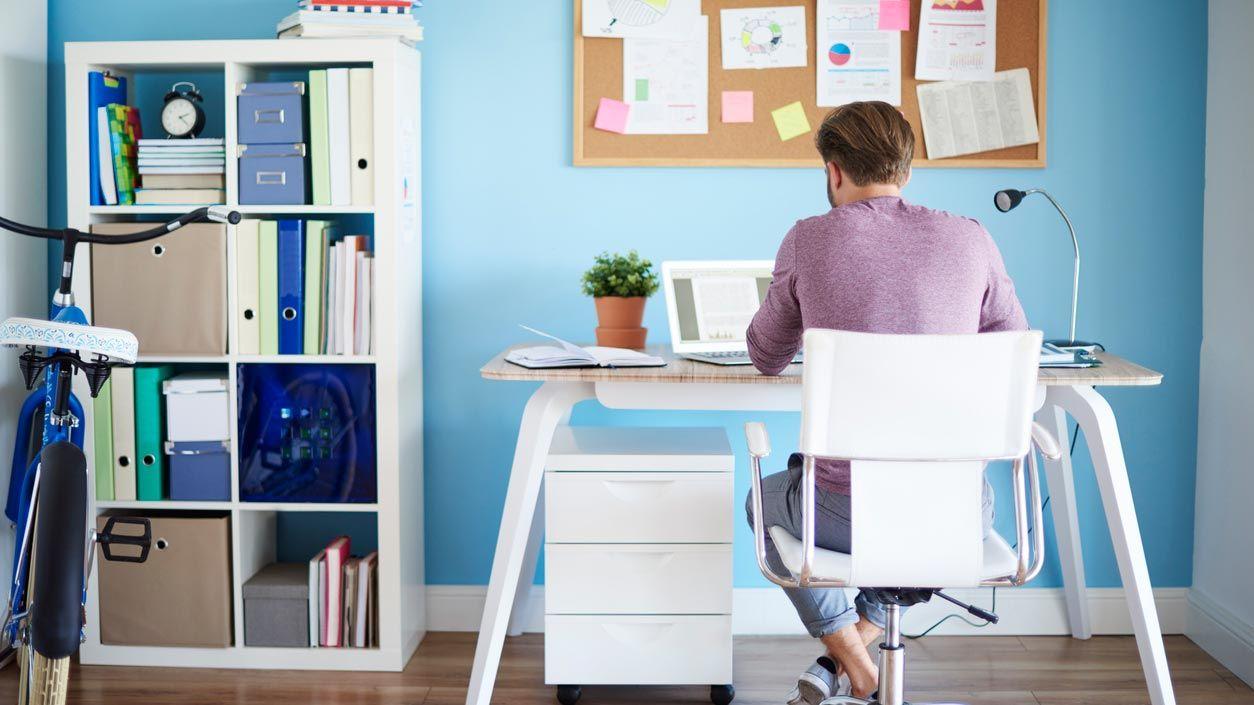 Ordenar y decorar el escritorio para el teletrabajo