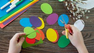 Corona de conejitos de Pascua para hacer con niños durante la cuarentena - Paso 1