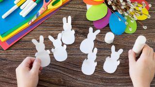 Corona de conejitos de Pascua para hacer con niños durante la cuarentena - Paso 2