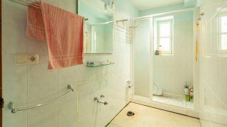 Decorar un cuarto de baño pequeño y sencillo con un mueble muy original, ¡y sin obra! - Antes