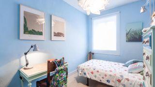 Dormitorio infantil relajado en tonos azules