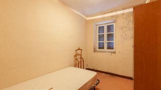 De estancia destrozada a dormitorio infantil relajado en tonos azules - Antes