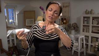 Manipular la parte metálica de la batidora estando enchufada