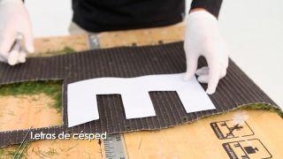 Cómo hacer letras decorativas con césped artificial