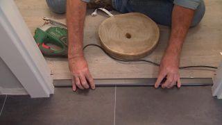 Cómo colocar suelo vinílico en rollo