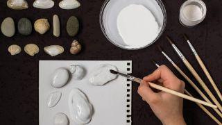 Cómo pintar conchas y piedras con puntillismo - Paso 1