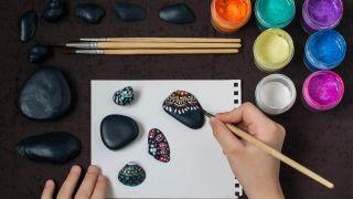 Cómo pintar conchas y piedras con puntillismo - Paso 2