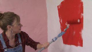 Dormitorio acogedor en rojo con armario forrado - Paso 6