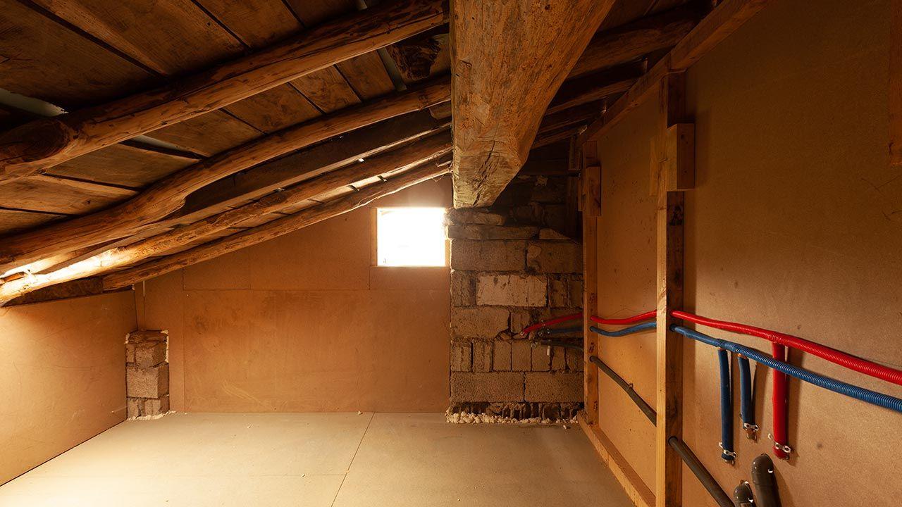 Baño en ático de madera - Antes