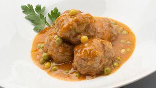 receta de albóndigas con salsa de guisantes