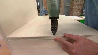 Paso a paso para hacer un escritorio con una escalera de madera