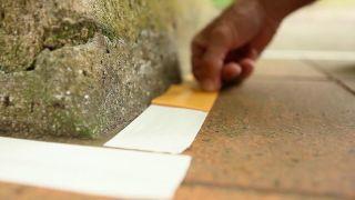 Cómo pegar cesped artificial en diferentes suelos