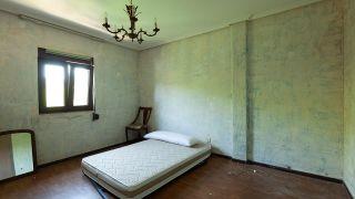 Dormitorio elegante y sencillo con espejos - Antes