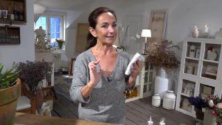 Lavar el rostro con agua - toalla