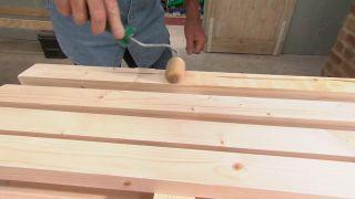 Cómo hacer un perchero de pie de madera