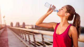 Consejos para hacer deporte en verano - beber agua