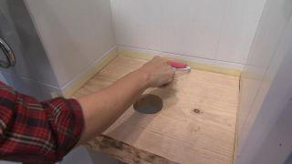 Decorar un cuarto de baño en madera y gris - paso 6
