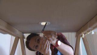 Cómo colocar un foco LED en el techo - Paso 4