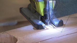 Cómo hacer una mesa de palés con ruedas de madera - Paso 2