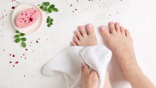 Remedio para el sudor y olor de pies - pedicura casera