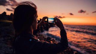 5 consejos para combatir el síndrome postvacacional - Sacar una foto al atardecer