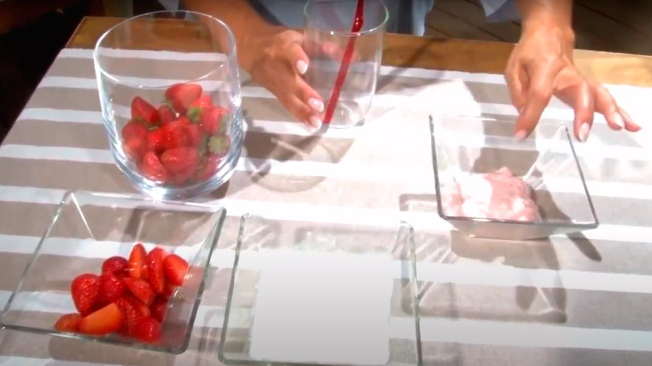 Pasta de dientes de fresas y yogur