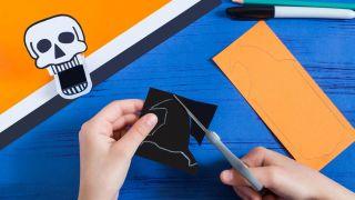 Cómo hacer una calabaza terrorífica de papel - Paso 1
