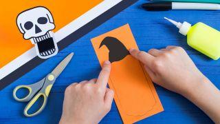 Cómo hacer una calabaza terrorífica de papel - Paso 2