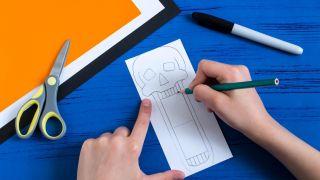 Cómo hacer una calavera terrorífica de papel - Paso 1