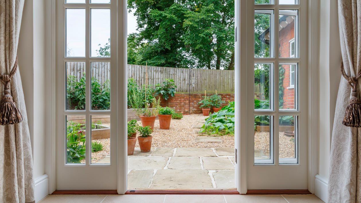 Cómo decorar un patio interior