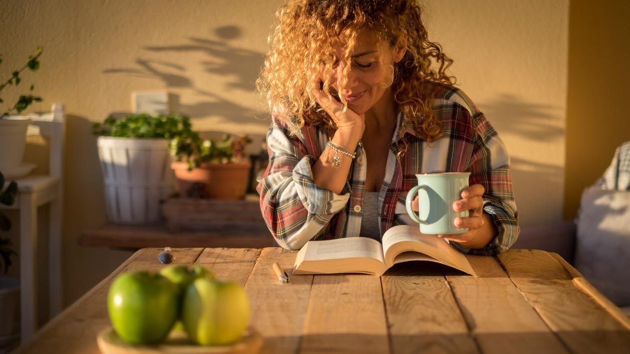 Rincón de lectura para un patio interior