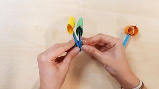 Cómo hacer una noria de cartulina o papel - Paso 4