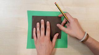 Cómo hacer una noria de cartulina o papel - Paso 7
