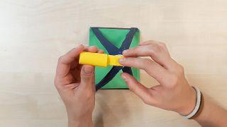 Cómo hacer una noria de cartulina o papel - Paso 8