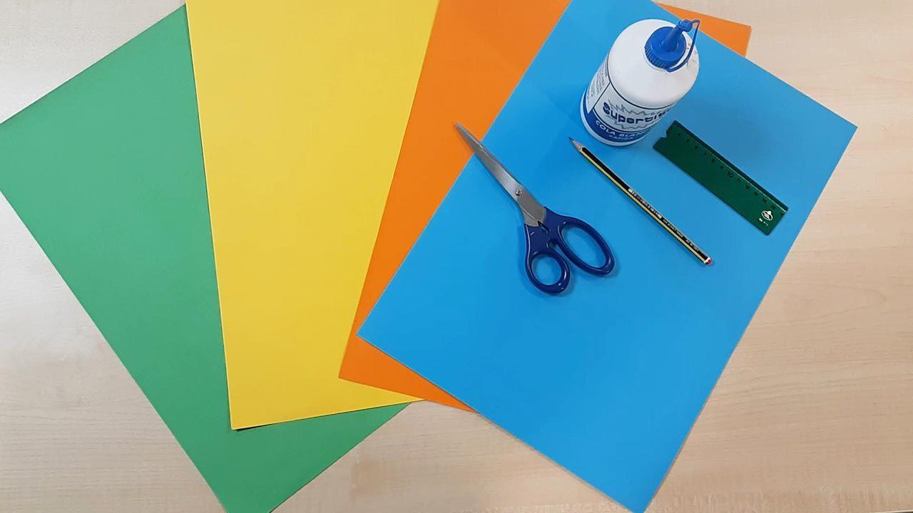 Materiales necesarios para hacer una noria de cartulina o papel