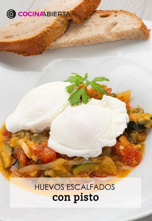 Huevos escalfados con pisto