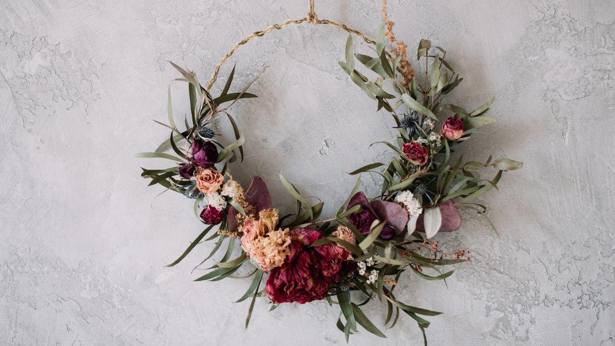 Adornos bohemios para la pared con flores secas