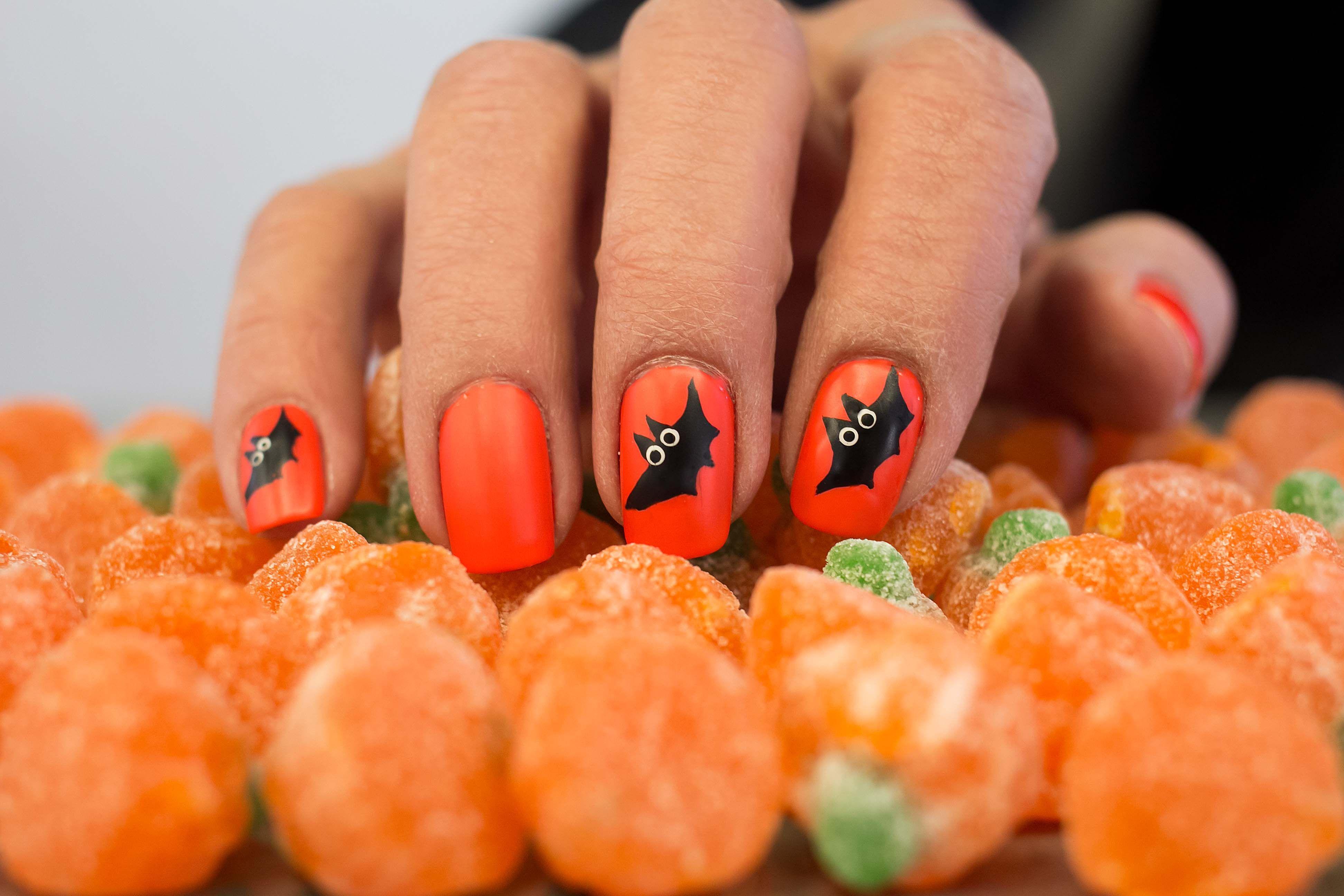 Manicura de uñas de murciélagos para Halloween