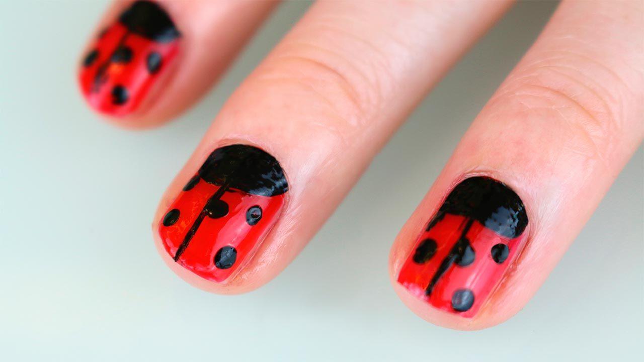 Manicura de uñas de mariquitas, ¡en tus manos y en tus pies!