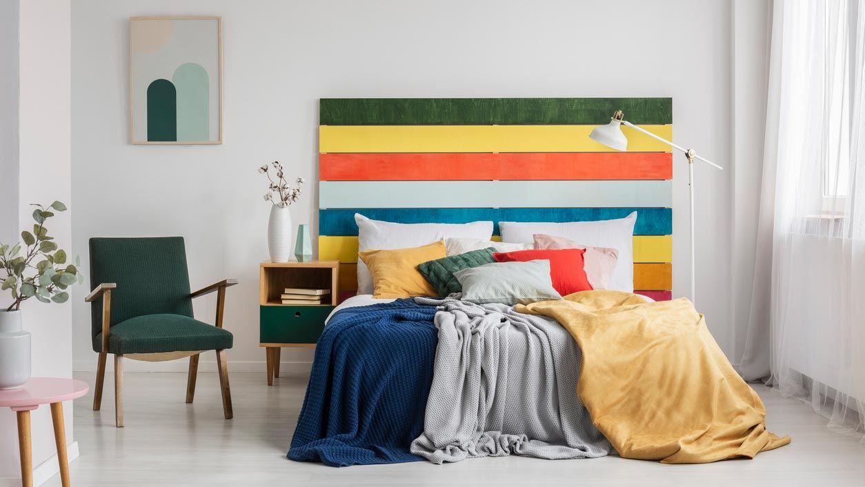 Cabecero de lamas de colores para un dormitorio juvenil o infantil