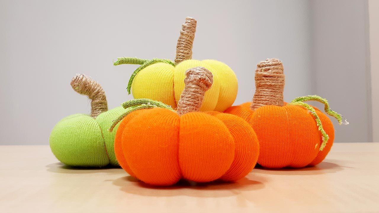 Calabazas de tela hechas con calcetines