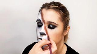 cómo hacer el maquillaje de caperucita y el lobo - paso 9