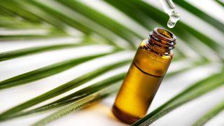 Frasco con aceite de eucalipto.