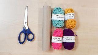 Cómo hacer gorritos de lana en miniatura - Materiales