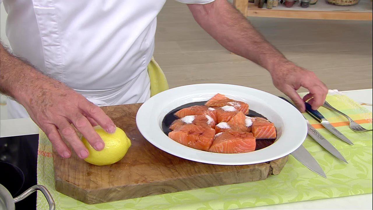 Salmón marinado con arroz y tortilla