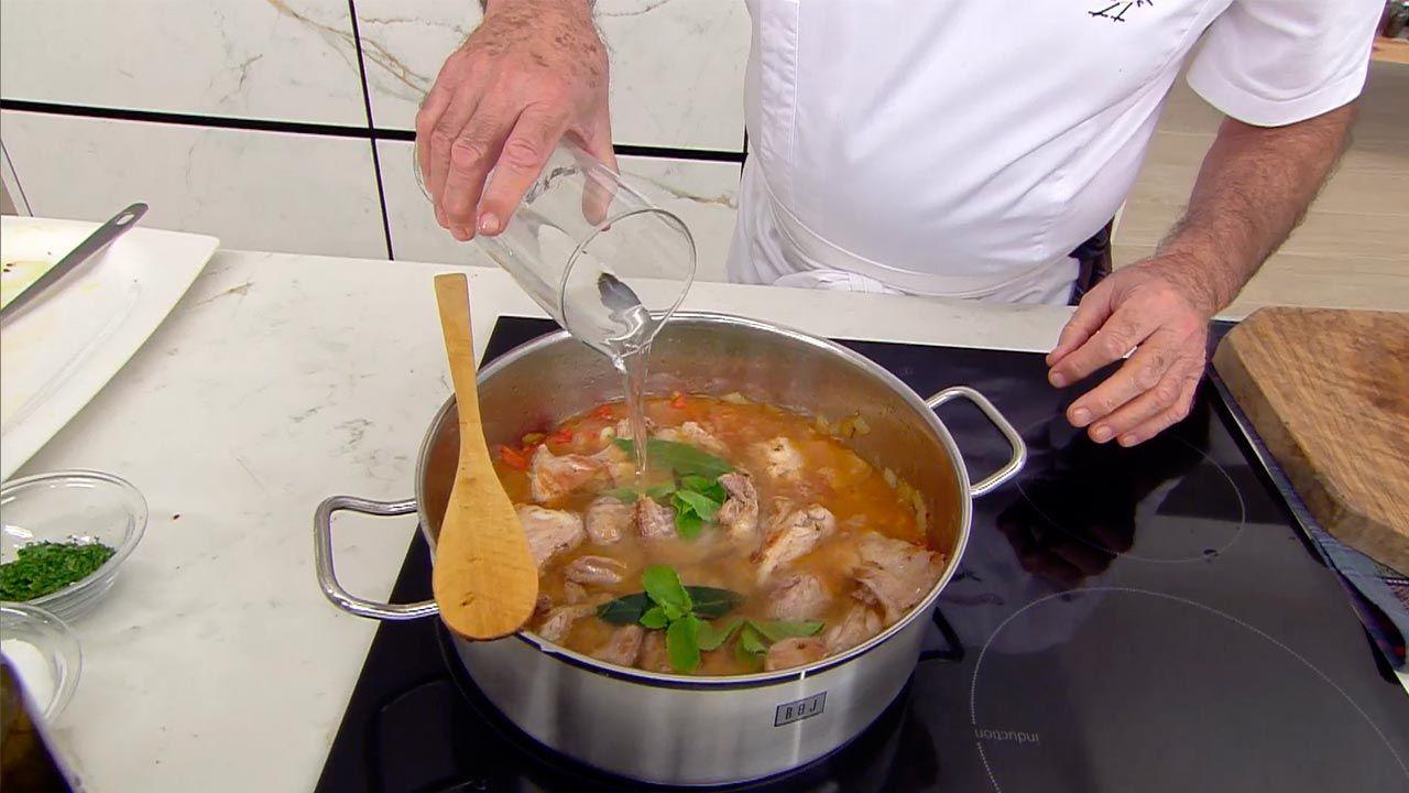 Andrajos con conejo, la receta tradicional de Karlos Arguiñano - paso 3