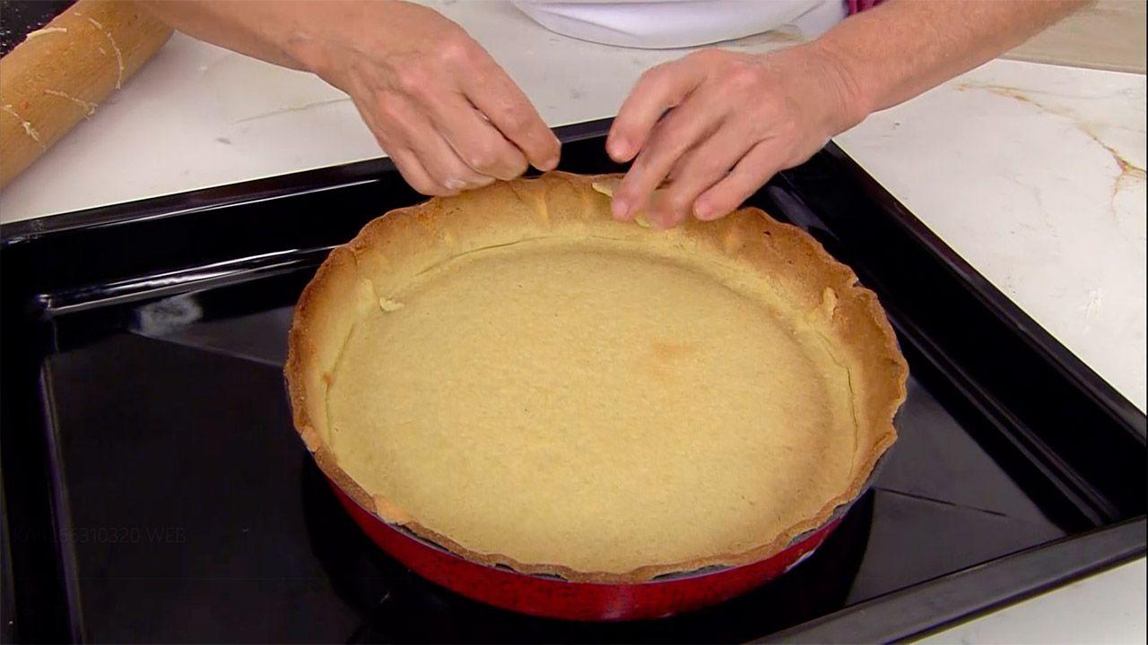 Tarta de ciruelas pasas: un postre fácil al horno de Eva Arguiñano - paso 4